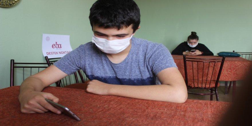Bursa'da muhtar uzaktan eğitim için köye sınırsız internet bağlattı