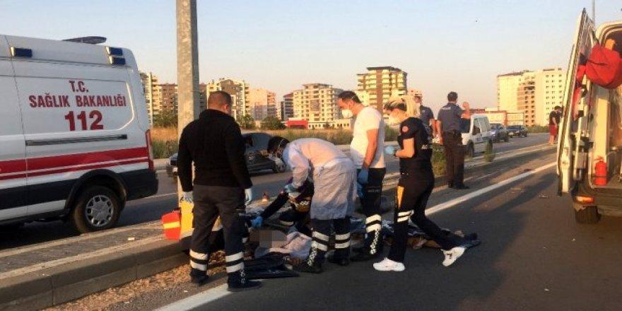 Kayseri'de Motosiklet Refüje Girdi! 2 Kişi Hayatını Kaybetti
