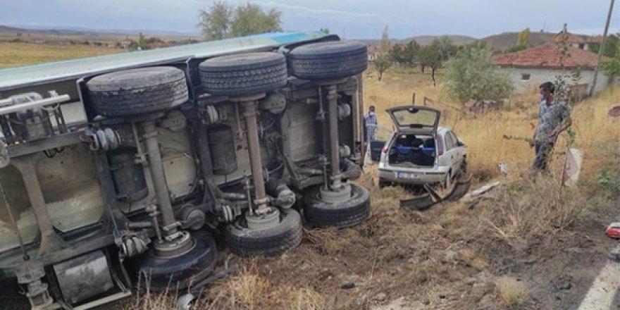 Konya'da Tır ile Otomobil Çarpıştı! 3 Yaralı