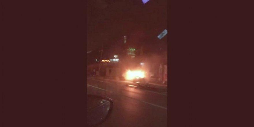 Bursa'da kaza! Patlayan araçtan son anda çıkarak kurtuldu