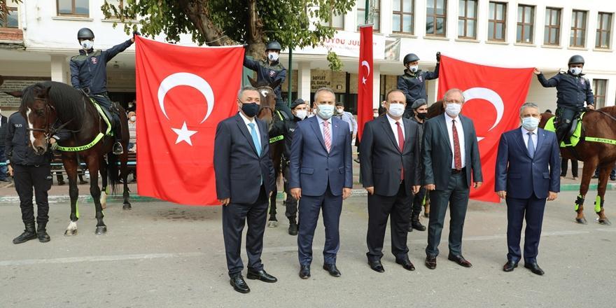 Bursa'da Cumhuriyet Bayramı Renkli Etkinliklerle Kutlandı