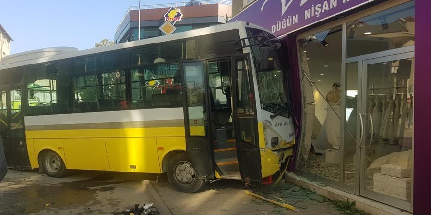 Bursa'da Kaza! Halk Otobüsüyle Otomobilin Çarpışması Sonucu 7 Yaralı