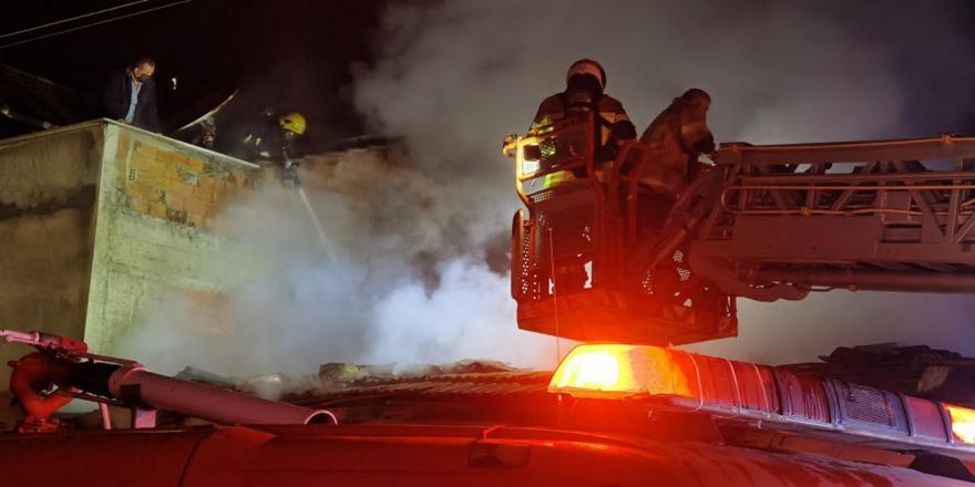 Bursa'da Yangın! Mahalle sakinleri film izler gibiizledi