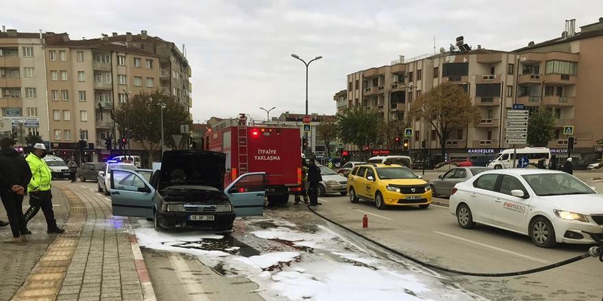 Bursa'da Seyir Halindeki Bir Otomobil Yandı