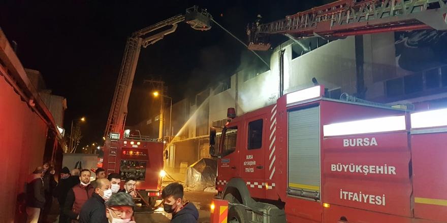 Bursa'da Mobilya Fabrikasında Çıkan Yangın Söndürüldü