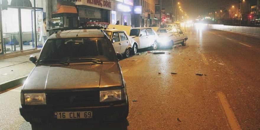 Bursa'da Meydana Gelen Zincirleme Trafik Kazası Sonucu 2 Kişi Yaralandı
