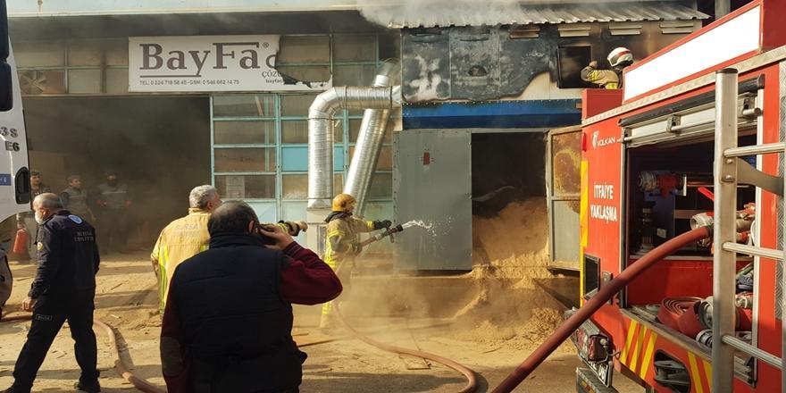 Bursa'da Mobilya Fabrikasında Yangın! İtfaiye Ekiplerince Söndürüldü