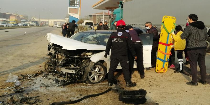 Bursa'da Kaza! İki Otomobilin Çarpışması Sonucu 2 Ölü, 3 Yaralı