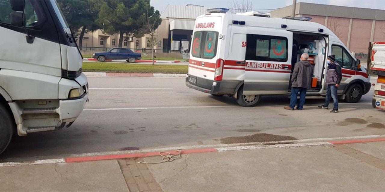 İnegöl'de Kamyonun Kupasının Üstünden Yere Düşen Sürücü Yaralandı
