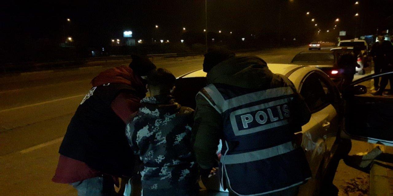 Bursa'da Uyuşturucu Ele Geçirilen Otomobildeki 3 Kişi Gözaltına Alındı