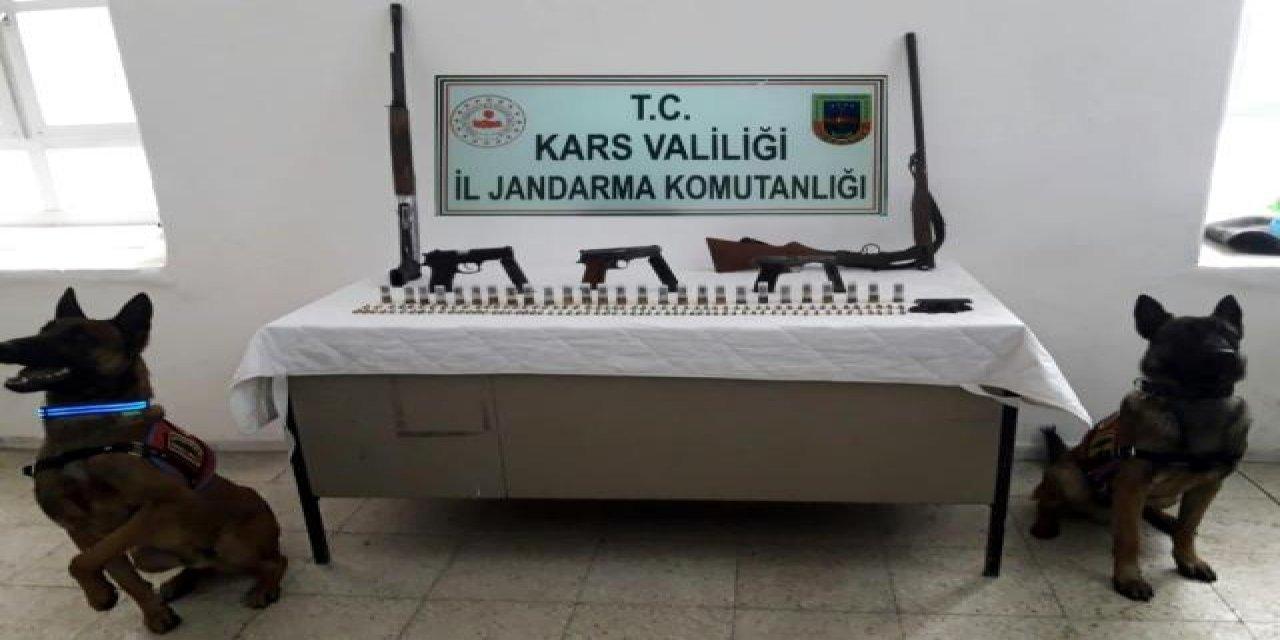 Kars'ta Düzenlenen Operasyonda Ruhsatsız Silahlar Ele Geçirildi!