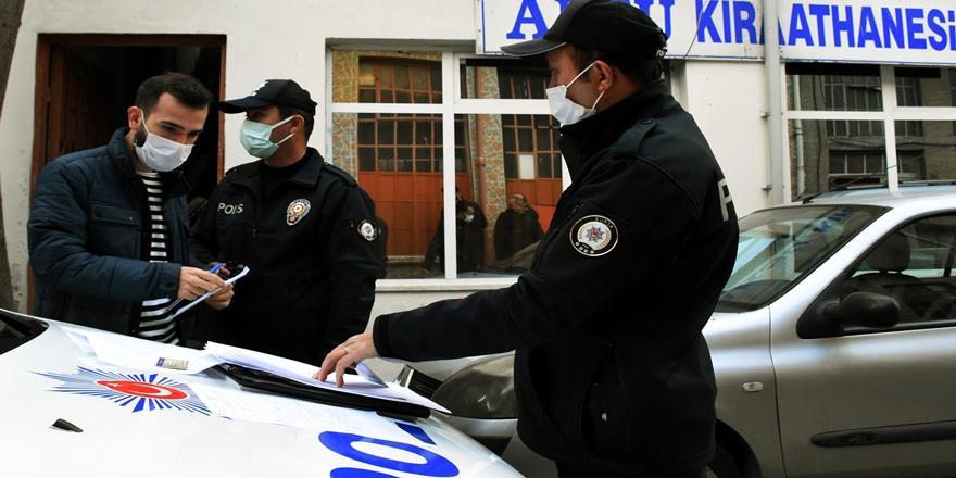 Bursa'da Yasağa Rağmen Kahvehanede Bulunan 11 Kişiye Ceza
