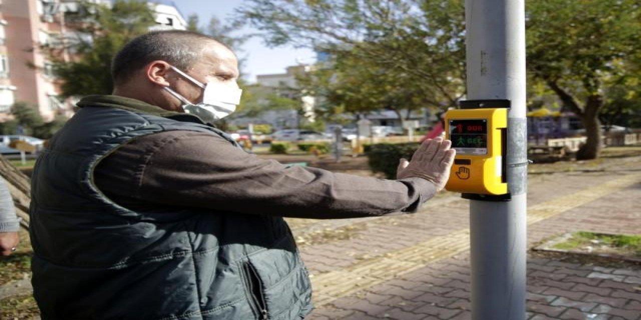 Antalya'da Trafik Işıkları Görme Engelliler İçin Sesli İletişim Kurabilecek!