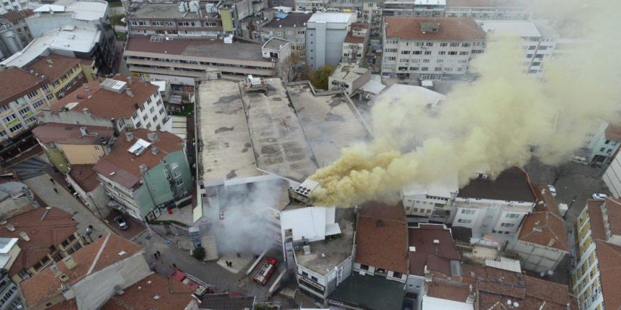 Bursa'da Bir AVM'de Korkutan Yangın!