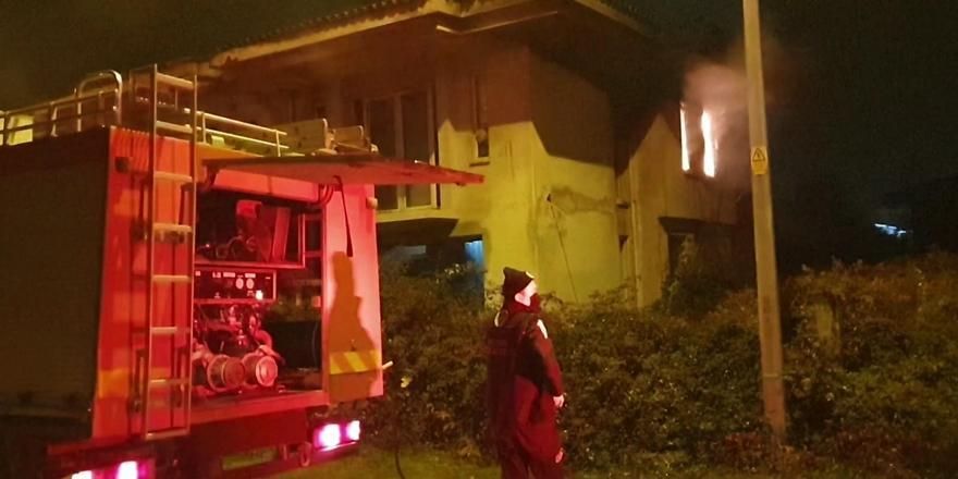 Bursa'da Metruk Binada Yangın! 1 Kişi Yaralandı