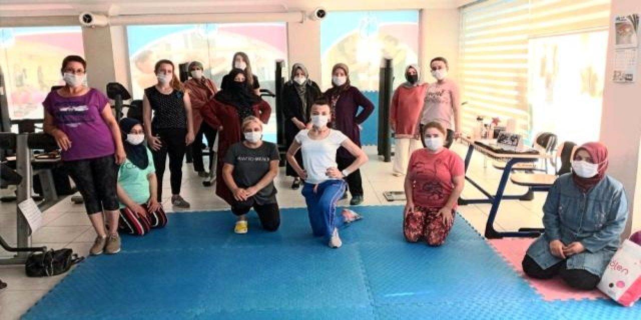 Manisa Yunusemre'li Kadınlar Pandemi Kurallarına Uyarak Spor Yapıyorlar!