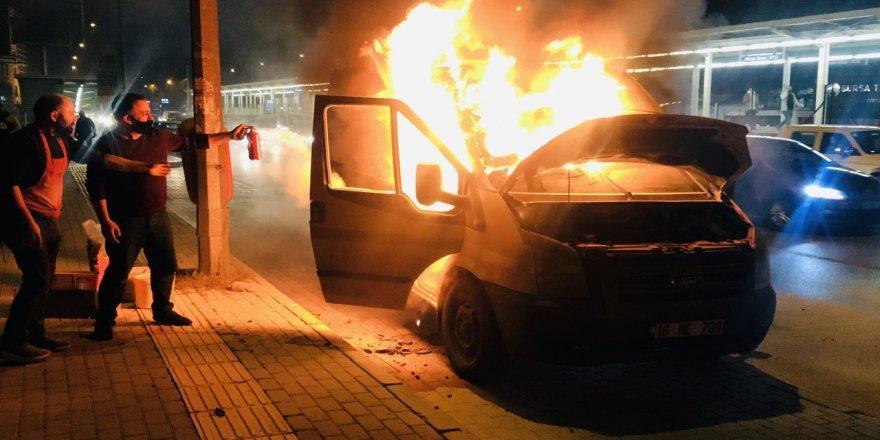 Bursa'da Yangın! Gıda Malzemesi Yüklü Panelvan Yandı
