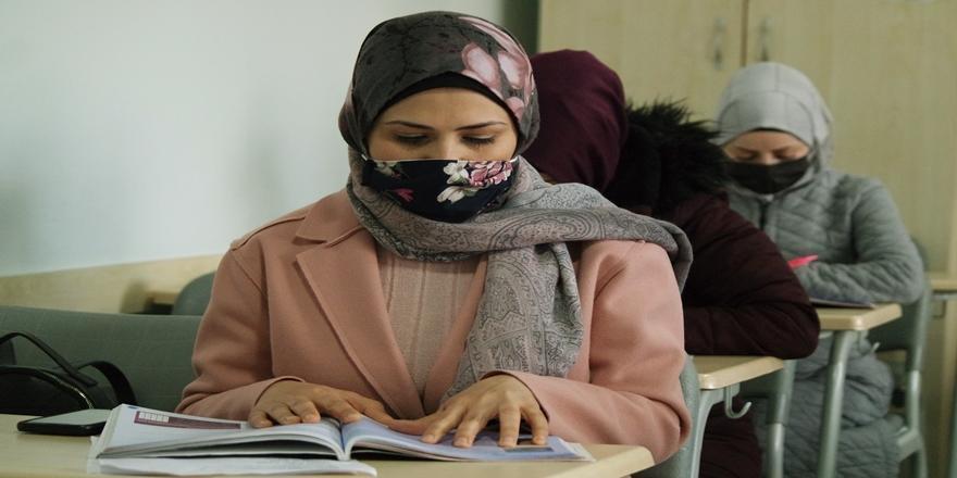 Bursa'da Yürütülen Projeyle Sığınmacılar Hem Dil Hem Meslek Öğreniyor