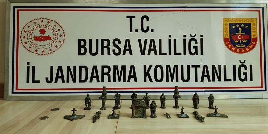 Bursa'da Tarihi Eser Satmaya Çalışan 3 Kişiyi Jandarma Yakaladı