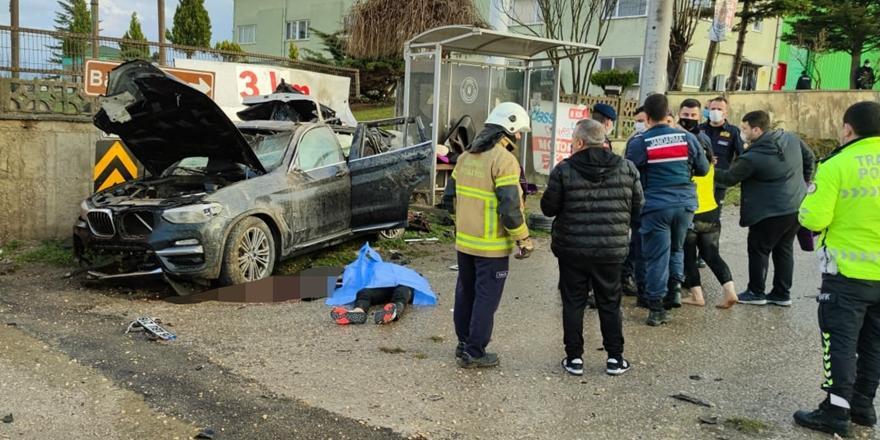 Bursa'da Fabrika Duvarına Çarpan Aracın Sürücüsü Hayatını Kaybetti