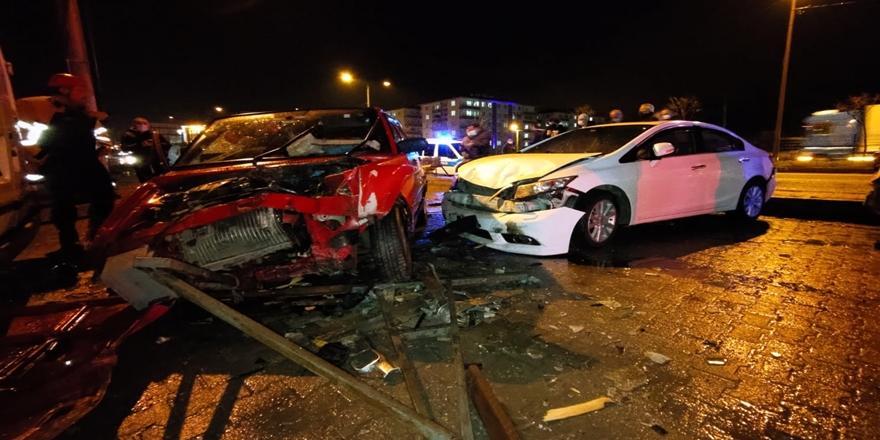 Orhangazi'de Kaza! Kontrolden Çıkan Otomobil Park Halindeki Araçlara Çarptı