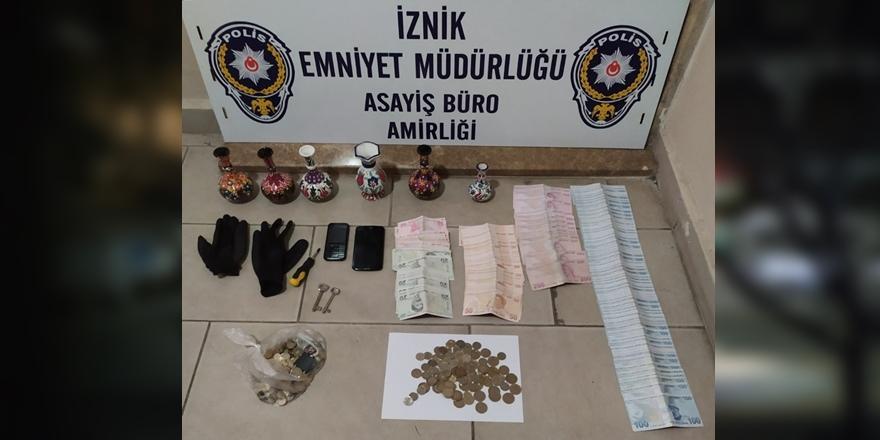 Bursa'da Sadaka Kutusundan Para Çalarken İmama Yakalandı