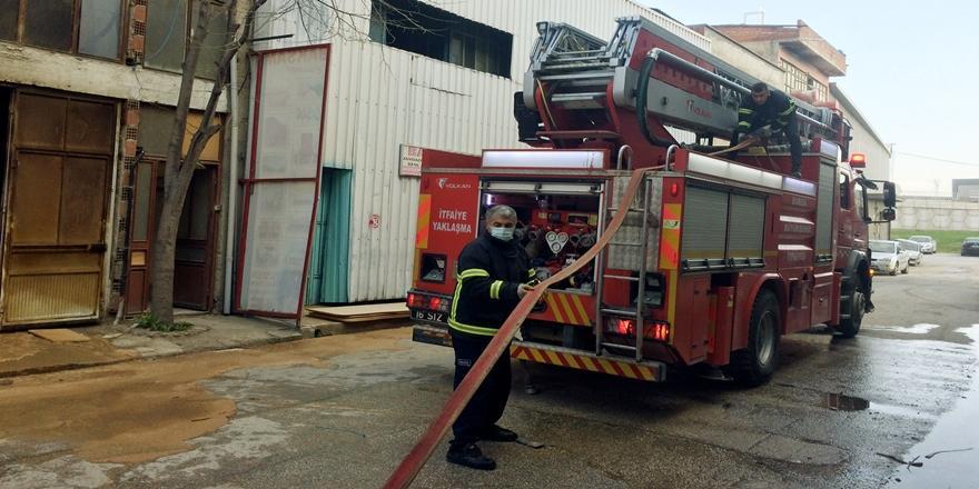İnegöl'de Mobilya Üretim Atölyesinde Yangın Çıktı