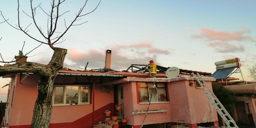 Karacabey'de Tek Katlı Evde Çıkan Yangın Ekiplerce Söndürüldü