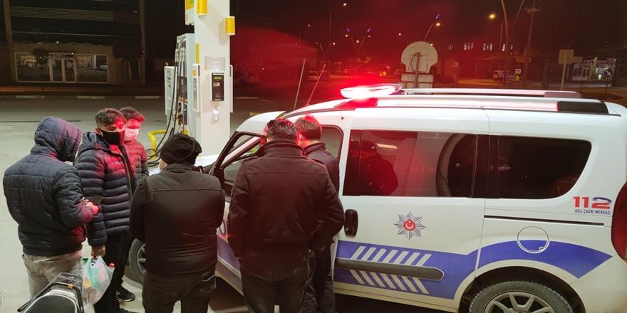 Bursa'da Kısıtlama Saatlerinde Akaryakıt İstasyonuna Gelen 6 Kişiye Ceza