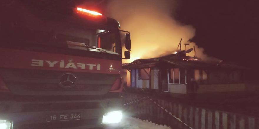 Bursa'da Yangın! Tek Katlı Ev Kullanılamaz Hale Geldi
