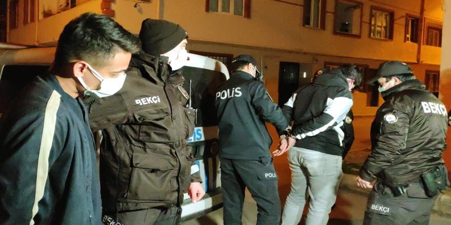 Bursa'da Uyuşturucuyu Evin Çatısına Atıp Kaçmaya Çalışırken Yakalandılar