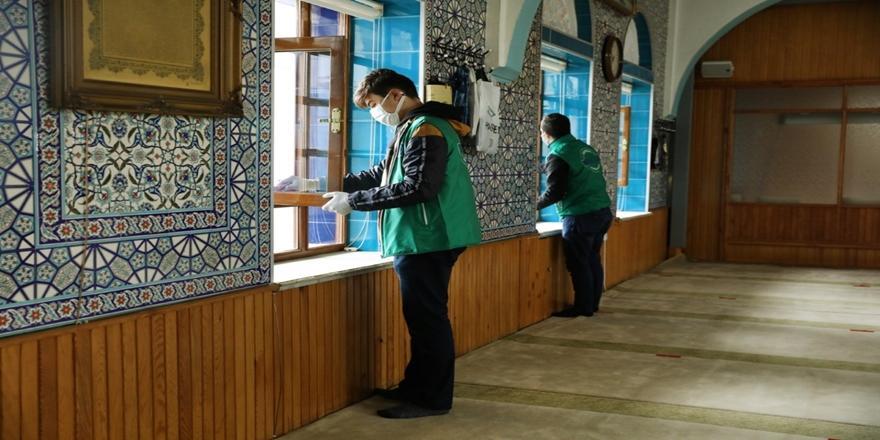 Bursa'da Gönüllülerden CamileriTemizlemeÇalışması