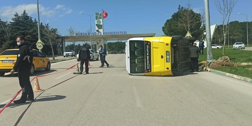 Bursa'da Kaza! Minibüsün Devrilmesi Sonucu 5 Kişi Yaralandı