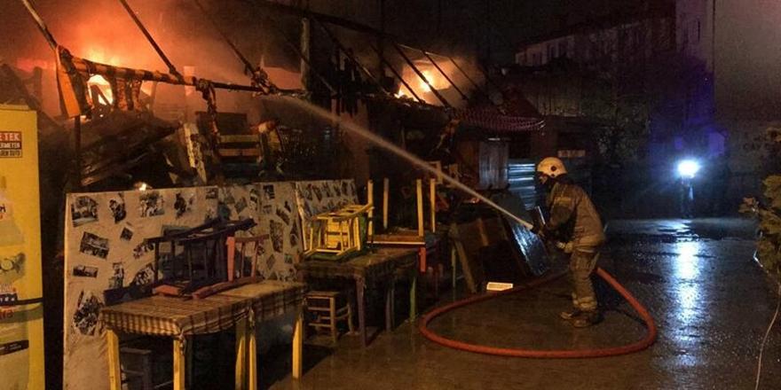 Bursa'da Antika Eserlerle Dolu Kafede Yangın Çıktı