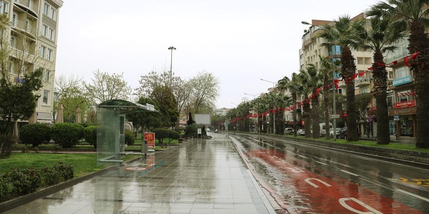 Bursalılar Haftasonu Uygulanan Sokağa Çıkma Kısıtlamasına Uyuyor