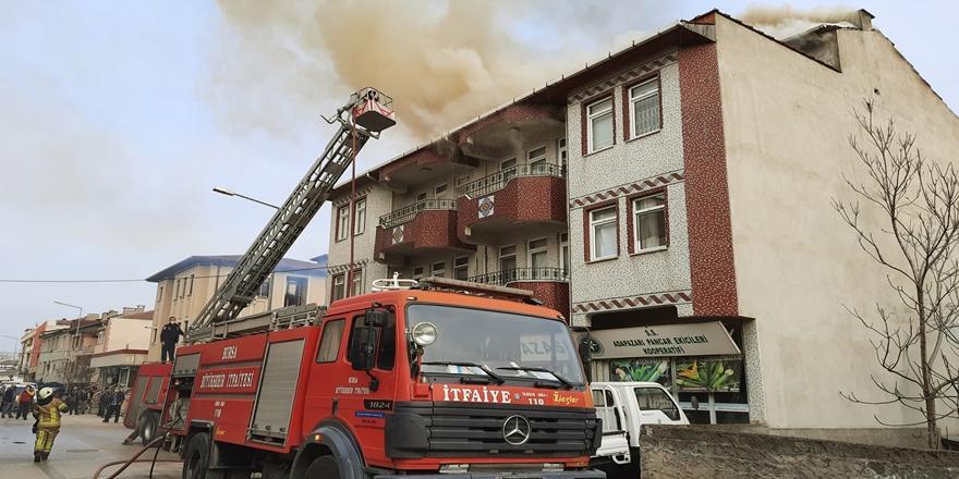 Bursa'da Yangın! Binada Karantinada Olan Hastalar Hastaneye Kaldırıldı