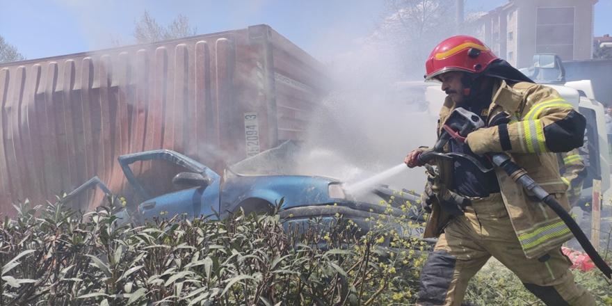 Bursa'da Devrilen TIR Dorsesinin Altında Kalan Otomobil Sürücüsü Öldü