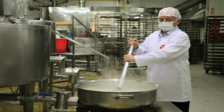 Bursa'da Kurduğu Fabrikadan Ülkenin Dört Bir Yanına Sütlü Tatlı Gönderiyor