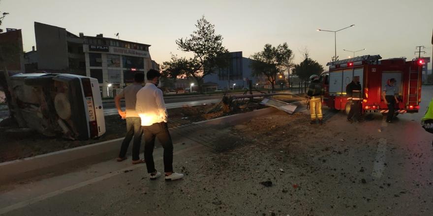 Bursa'da Kaza! Devrilen Otomobildeki 2 Kişi Yaralandı