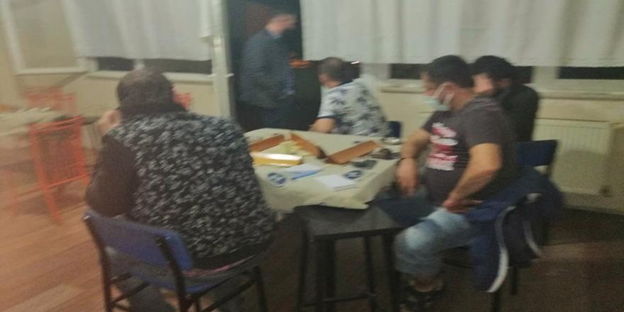 İnegöl'de Spor Kulübü Lokalinde Kumar Oynayan 17 Kişiye Ceza!