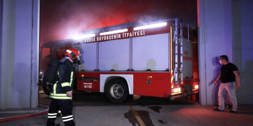 Bursa'da Kauçuk Fabrikasındaki Yangında 6 Kişi Hastaneye Kaldırıldı