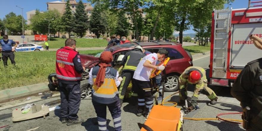 Orhangazi'de Polis Uygulama Noktasında Araçlara Çarpan Sürücü Yaralandı