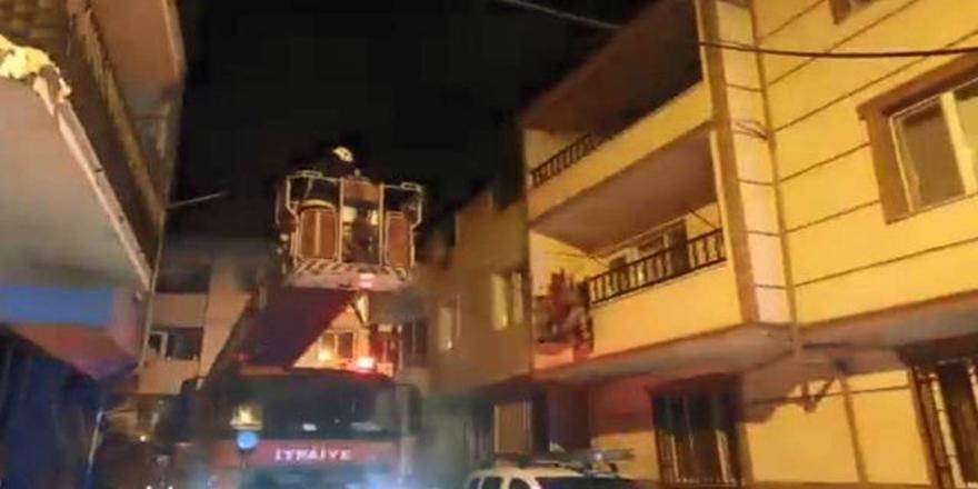 Gemlik'te Bir Evde Yangın! 2 Kişi Dumandan Etkilendi