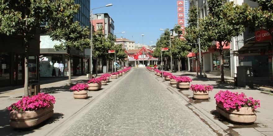 Bursa'da Vatandaşlar Tam Kapanma Tedbirlerine Uyuyor