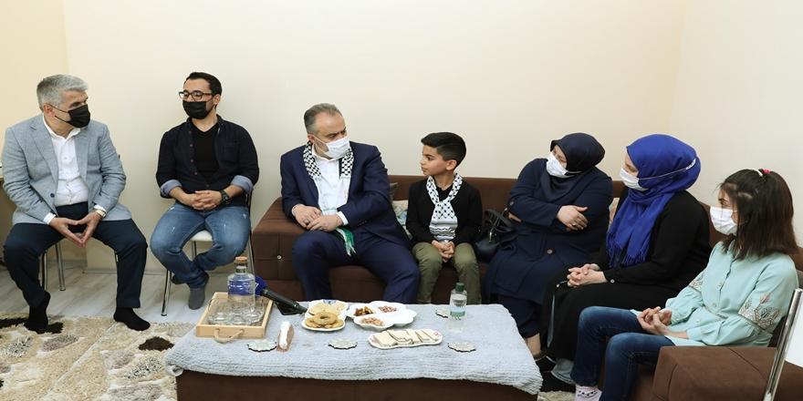 Başkan Aktaş'tan Bursa'da Yaşayan Filistinli Aileye Ziyaret