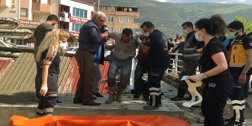 Bursa'da Anıt İnşaatı Çöktü! 3 İşçi Yaralandı