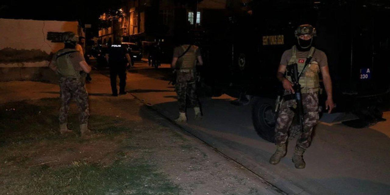 Adana'da Çıkan Silahlı Kavgada 5 Yaşındaki Çocuk Kurşunların Hedefi Oldu!