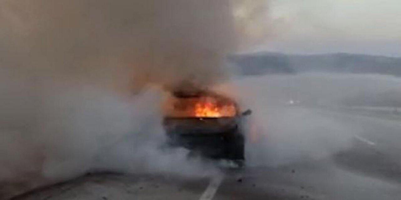 Sivas'ta Seyir Halinde Araç Alevlere Teslim Oldu!