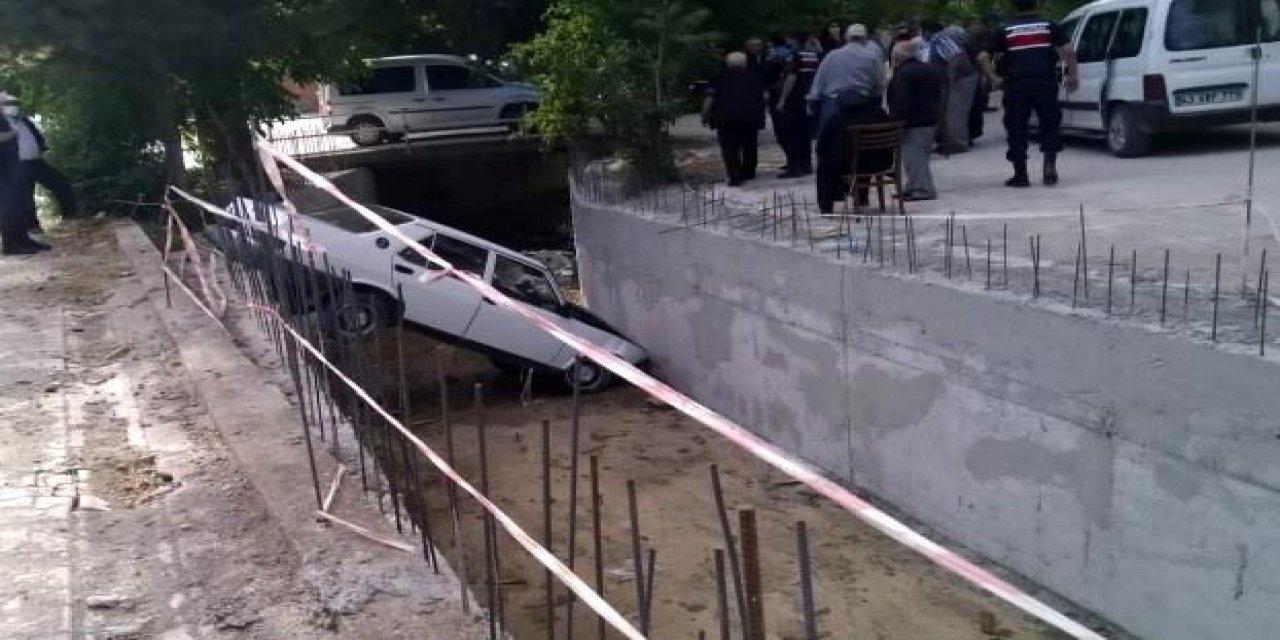 Kütahya'da Sulama Kanalına Otomobil Uçtu: 3 Kişi Yaralandı!