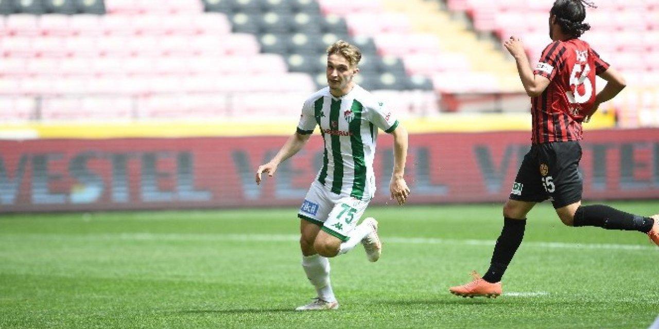 Bursaspor'un 18 Yaşındaki Genç Futbolcusu Eren Güler Durdurulamıyor!